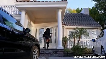 Black babe Mya Mays bangs with a hot stranger