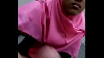 Indo Hijab Girl forced to do Blowjob and handjob -mamihmens.ml