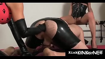girl-dominator wraps up her bondman