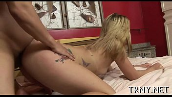 Teen tranny plays booty games
