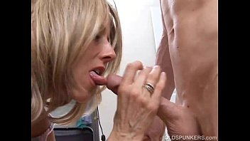 Sexy MILF fucks her wet pussy for you