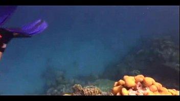 stunning dame nude diving