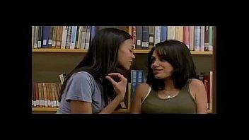 Mila Kunis and Natalie Portman Sexy Scenes - Lesbian Kissing