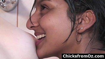 Aussie lesbian amateurs suck nipples in bath