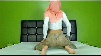 Sexy Arab Hijab girl twerking ass on cam - See more at EliteArabCams.com
