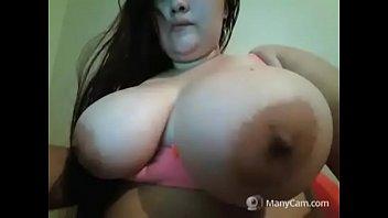 Milf showed off huge tits for free
