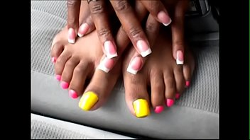 shante yellow amp_ pinkish toenails