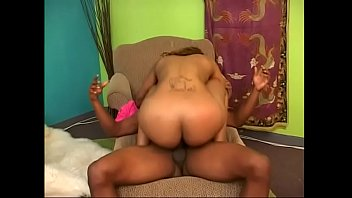 Bubble butt bitch deep throats cock before she rides it