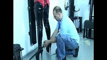 supah-hot gimp damsel gets bound up on a stool